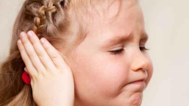 Как понять что болит у грудничка(горло, ухо, голова